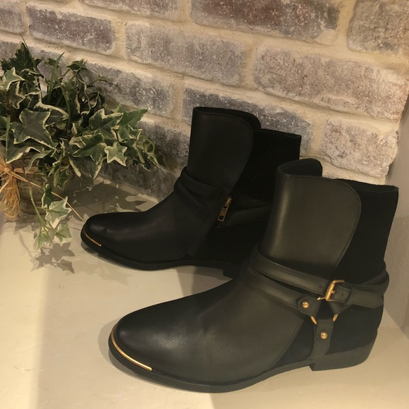 fe7865347d32 UGG Women s Kelby Leather Ankle Boots. M 5b52cdc75098a0f736c04fc1